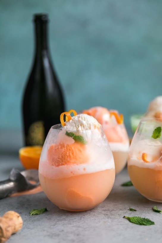 21 Holiday Inspired Cocktail Float Recipes for Parties ...